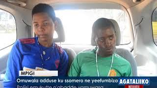 Omuwala adduuse ku ssomero ne  yeefumbiza.