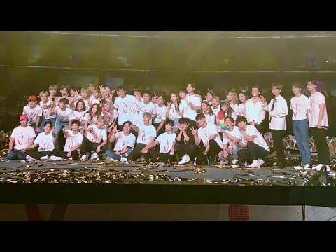 180406 SMTOWN Live world in Dubai - Ending ChanBaek Moment