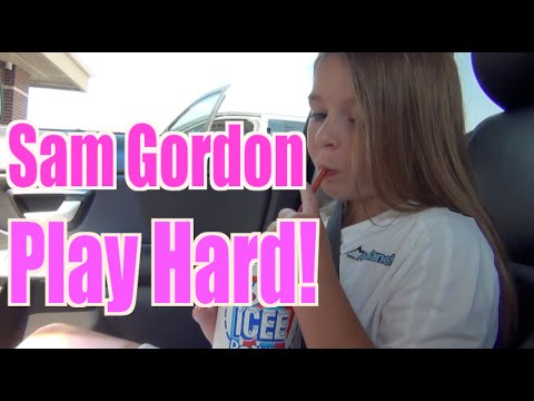 Baixar Sam Gordon, Girl Football Player Video 2: Work hard, play hard!