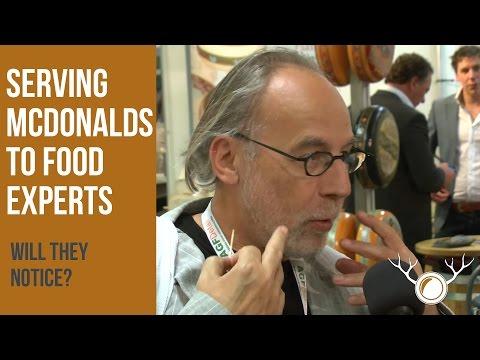 2 одлепени типови се преправаат дека служат 100% органска храна на конвенција за храна