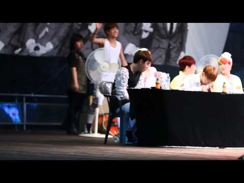 130606 XOXO KISS&HUG FANSIGN D.O. EDIT