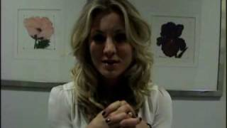Early Backstage: Kaley Cuoco