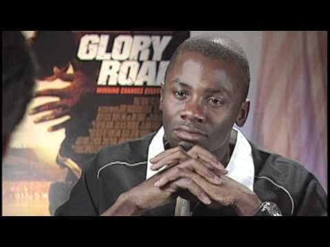 Monis Rose Interviews Derek Luke - YouTube