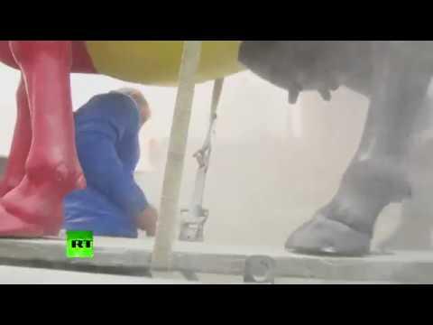 Фермеры распылили сухое молоко перед зданием Совета ЕС в Брюсселе