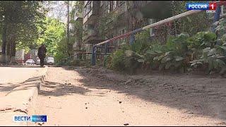 Омичи несколько лет не могут добиться ремонта придомовой территории