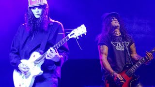 SLASH VS BUCKETHEAD