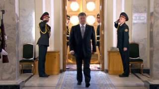 Солдат упал в обморок на инаугурации Порошенко