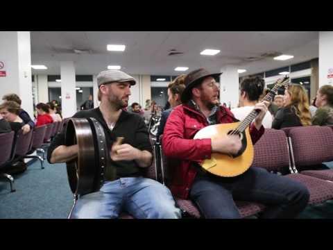 Irish flight delayed so trad session started between DaoiríFarrell, Geoff Kinsella and Robbie Walsh.
