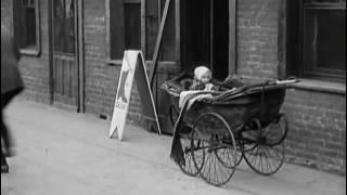 Charlie Chaplin Il monello 1921   La nascita di un padre