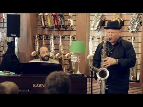 Олег Киреев и Евгений Гречищев в салоне саксофонов Bird