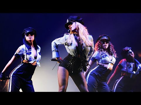 Britney Spears - Womanizer (Live @ Circus Tour)