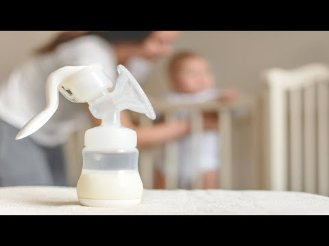 Sacando la leche de sus ricas tetas - 3 6
