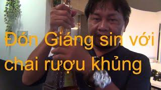 Lâu lâu về Sài Thành đó Giáng sinh với chai ru@u khổng lồ! | #CủMỳChannel