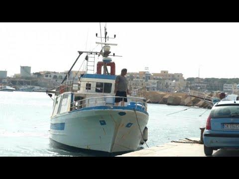 """Au large de Lampedusa, le """"Sea-Watch 3"""" dans l'attente"""