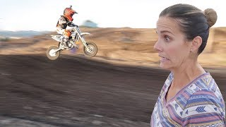 SEVEN-YEAR-OLD KID GETS AIR FOR THE FIRST TIME IN MOTOCROSS COMPETITION | DIRT BIKE RACING