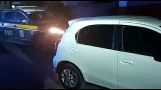 PRF prende criminoso com carro roubado na BR-116, em Canoas