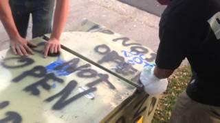 """Pronašao je frižider na kom je pisalo """"ne otvaraj"""", ali ipak ga je otvorio i evo šta se desilo! (VIDEO)"""