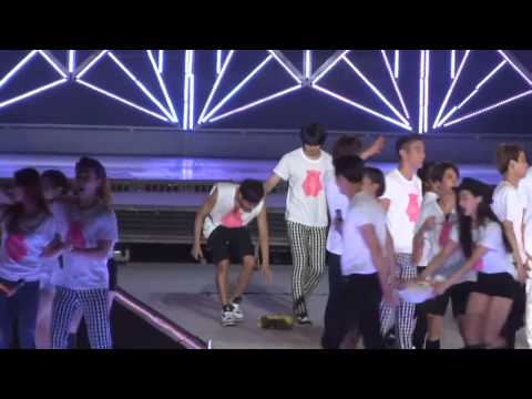 Yulhae Moment [Yuri and Donghae] - 140815 SMTOWN Seoul