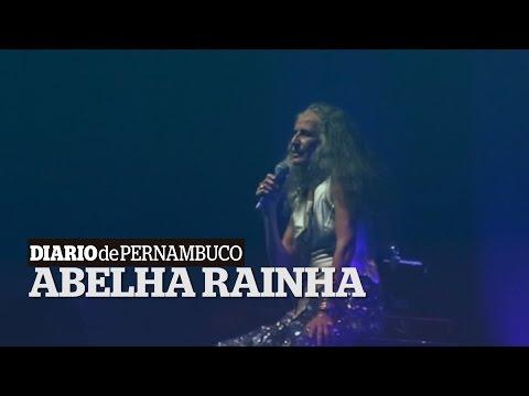 Maria Bethânia emociona o público durante homenagem a Naná Vasconcelos