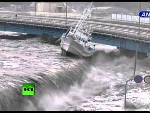 New dramatic video: Tsunami wave spills over seawall ...