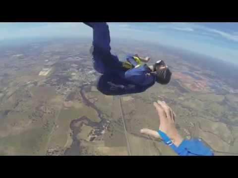 Жестоко: Скокач со падобран се онесвестува во воздух