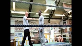 Ovaj trener je nokautirao MMA borca sa samo 2 prsta (VIDEO)
