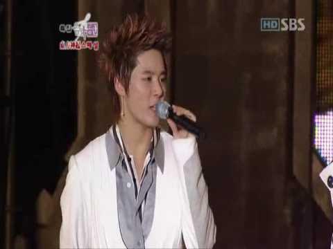 Junsu and Changmin singing Timeless