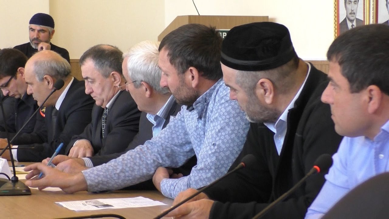 Бастующие дальнобойщики в Общественной палате Дагестана