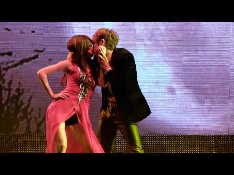 111129 Hyunseung & Hyuna - Trouble Maker Kiss! @ MAMA