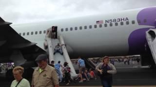 ✈✈✈ Emergency Evacuation turns into dogpile! Hawaiian Airlines flight at Maui Kahului Airport ✈✈✈
