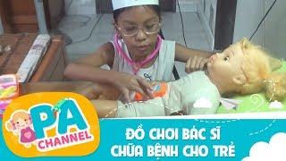 Trò chơi bé tập làm bác sĩ khám bệnh cho em búp bê   Đồ chơi bác sĩ chữa bệnh cho trẻ   PA Channel