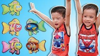 Trò Chơi Bé Đi Săn Kẹo Con Cá| Gia Đình Baby Shark