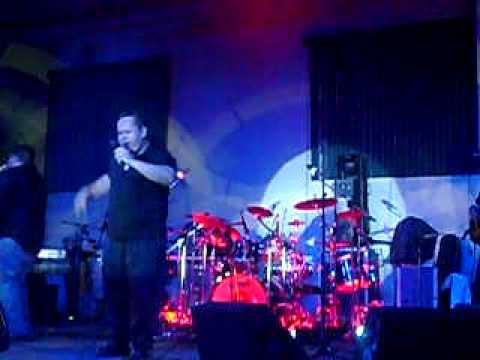 alvaro lopez y resq band en concierto en cristocentro zamora