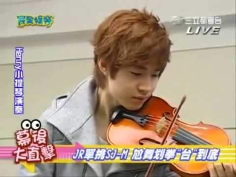 Henry playing Violine