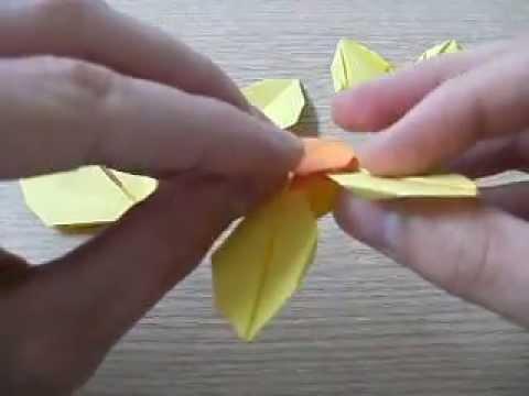 Jak nakładać płatki na środek kwiatu w origami