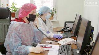 Вместе против вируса. Студенты медицинского колледжа помогают старшим коллегам бороться с инфекцией.