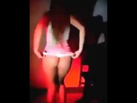 sexy chica colombiana bailando discoteca en hilo