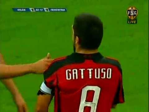 Khi Kaka bị ức hiếp và Gattuso có mặt ở trên sân...