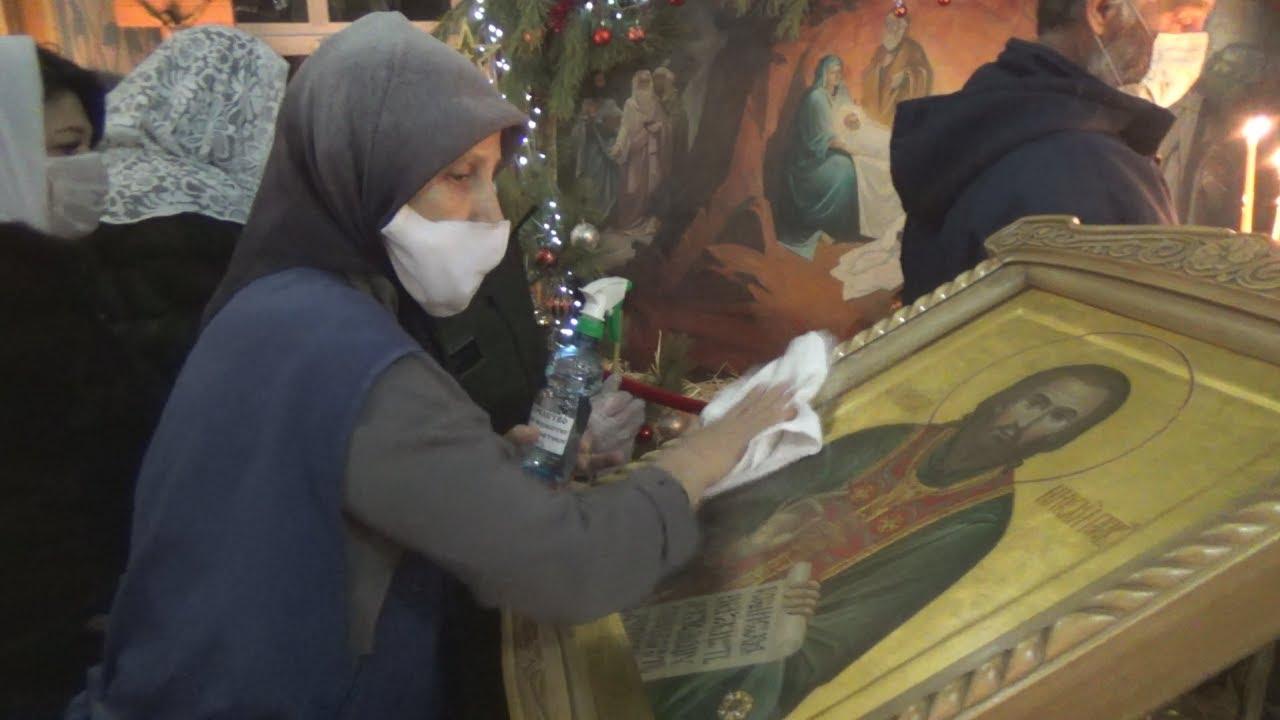 Волгоградцы пошли в храмы на Рождество вопреки пандемии