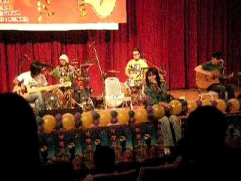 輕鬆玩樂團 愛之光 at 第二屆弦灣盃