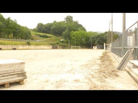 Elorri futbol zelaian belar artifiziala jartzeko lanak  hasi dituzte