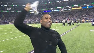 Cris Carter Fires Up Fans During Sunday's Win
