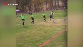 Nữ cầu thủ nhí 10 tuổi chơi bóng hay không kém con trai Ronaldo | Tin Bóng Đá | Web The Thao