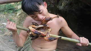 Primitive Technology: Hunting wild chicken by primitive technology - Catch n Cook!