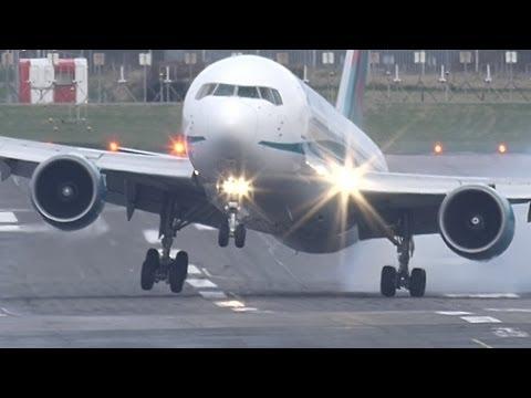 فيديو يحبس الأنفاس.. شاهد هبوطا مرعبا لطائرة ركاب