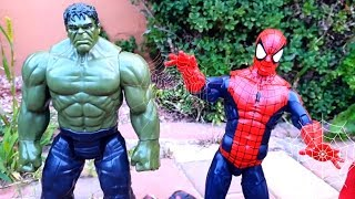 Spiderman and Superheroes Toys Hurry to the rescue Dinosaurs are attacking Brudercars | Fun Go Toys