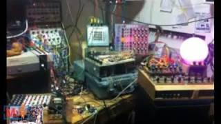 Circuit Bending on Make: Live ep04
