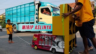 UNIK!!! Konvoi Miniatur Truk di Rembang, Iringi Warga yang Khitanan
