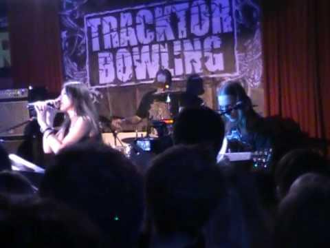 Tracktor Bowling - Поздно (Live!)