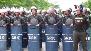 Người Campuchia biểu tình trước Ðại sứ quán Việt Nam